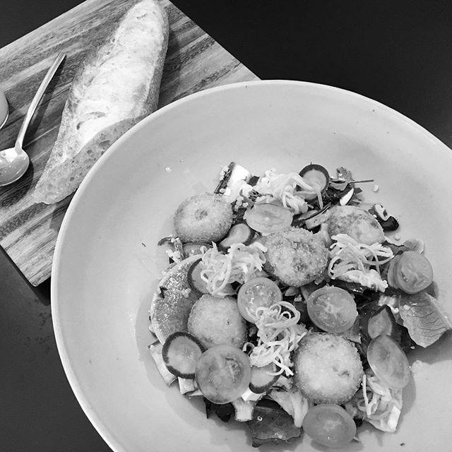 「 salad'ici  サラディスィ 」by ici  フレンチ惣菜と有機野菜の  たっぷり食べるサラダランチ始まりました!  季節野菜のスープ、焼きたてバゲット、  ドリンク付き ¥1,200~  火曜~金曜(平日のみ)  12:00~13:30 L.O.  14:30 close  ici (イスィ)の場所で、  ici とは違う新業態、サラダのお店 「 salad'ici サラディスィ」  お近くにお越しの際は是非、  お立ち寄りください *18時より火曜~日曜、  通常通り 「 ici 」として 営業しております#restaurant #ebisu #恵比寿t #ici #サラダ #ランチ #salad